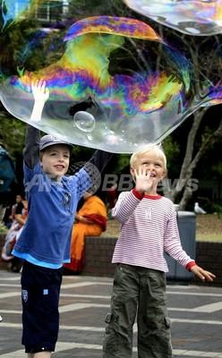 気泡のはじける仕組み、初めて解明 ネイチャー