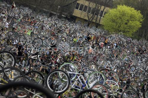 壮観!ブダペストで環境に優しい「自転車デモ」