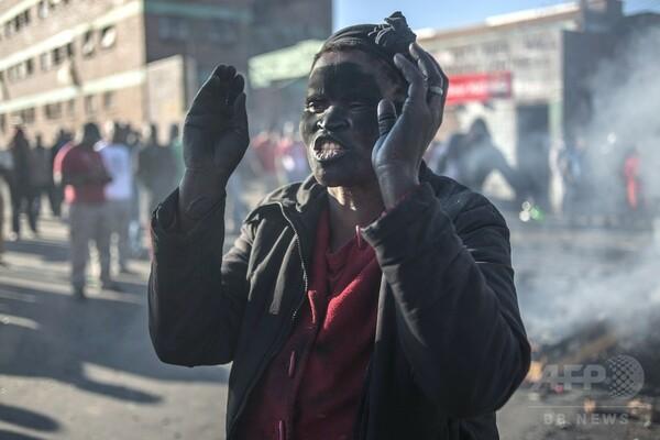 南アフリカの移民襲撃で307人逮捕、5000人避難