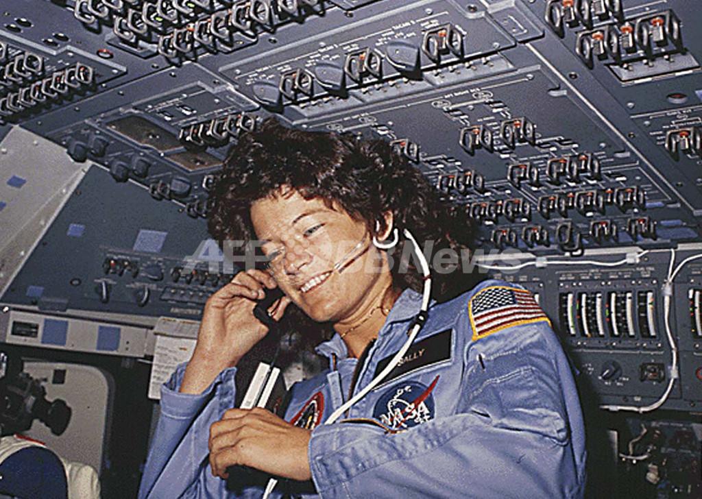 米国初の女性宇宙飛行士が死去、サリー・ライドさん 61歳