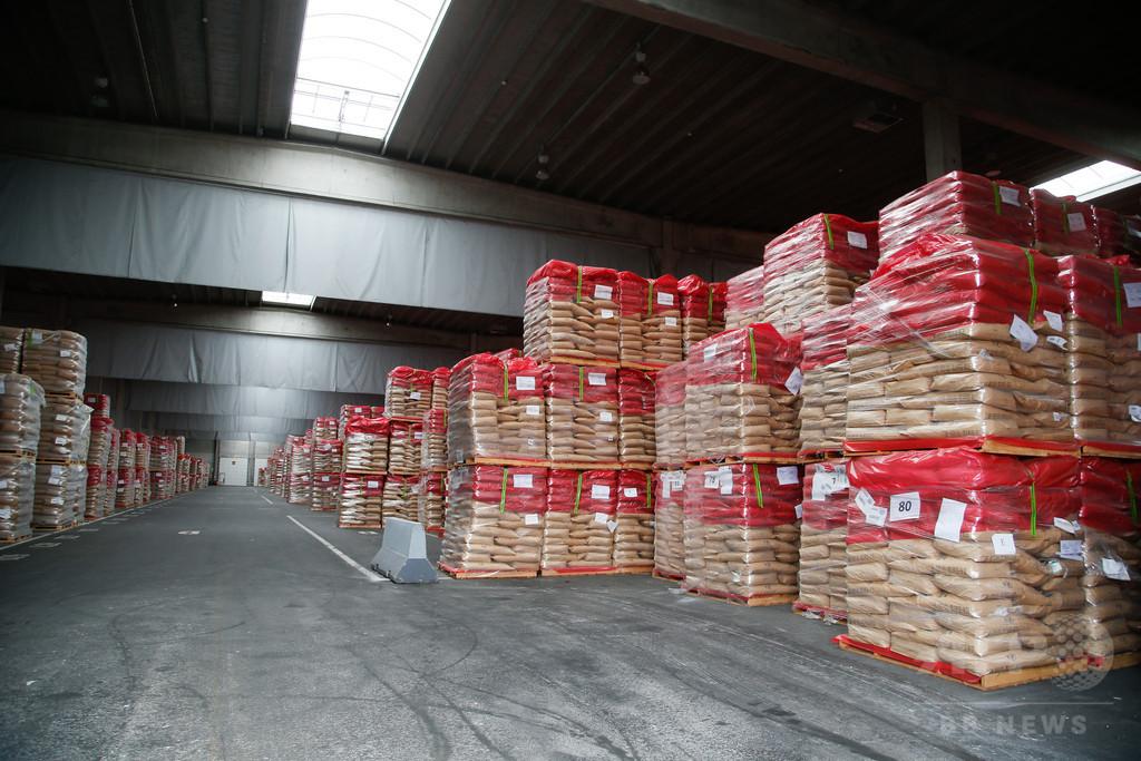 EU、粉ミルクの在庫が山積み 酪農家らが懸念