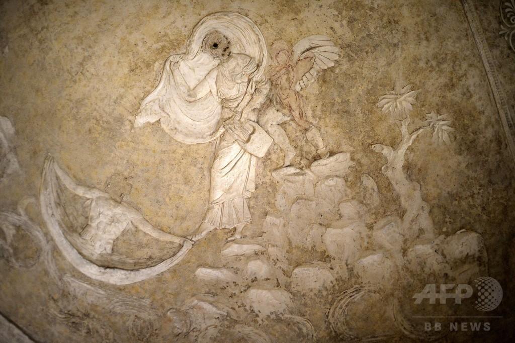伊ローマ地下聖堂の化粧しっくい、修復作業が進行中