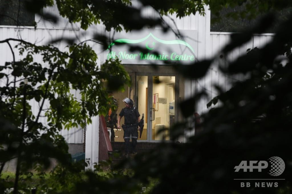 ノルウェーのモスクで銃撃、75歳信者が容疑者を取り押さえ