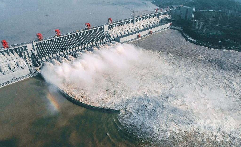 中国・長江の三峡ダムで放流実施