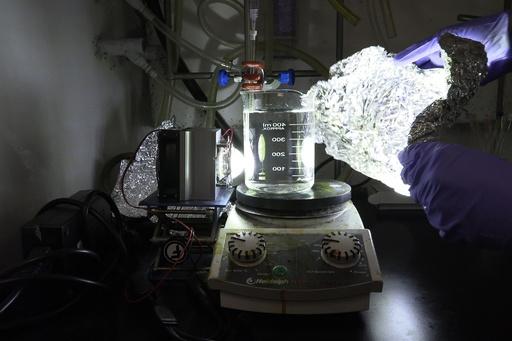 プラスチックを太陽光で分解、新手法開発 シンガポール研究