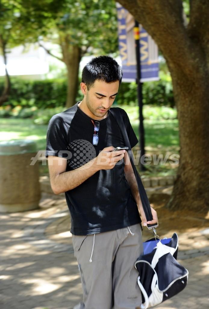 携帯やSNSがないと不安な「FOMO」、南アフリカで増加中