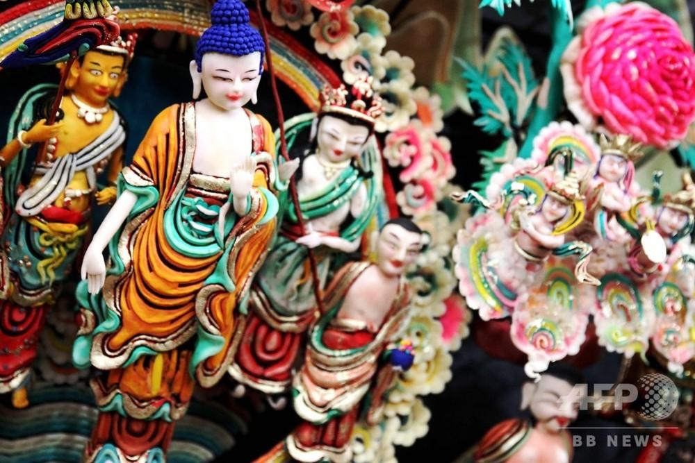 材料はバター 青海・塔爾寺でチベット仏教の彫刻「酥油花展」