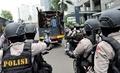 パプア地方の独立求めるデモ、警官隊が放水銃投入 インドネシア