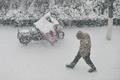 大雪で道路凍結注意報 中国・山東省煙台市