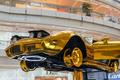 黄金のスポーツカー現る 上海
