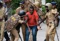 インドのヒンズー教寺院、女性参拝解禁への抗議集団が警察と衝突