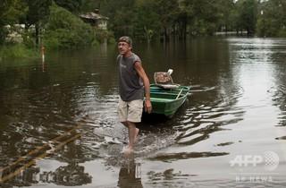 ハリケーン対応の米沿岸警備隊員が「白人至上主義」のサイン、任務から外される
