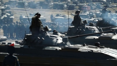 動画:ロシア「史上最大」の軍事演習、中国・モンゴル軍とパレード
