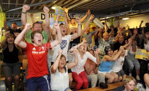 国際ニュース:AFPBB Newsマレーの歴史的快挙に故郷のファンが熱狂