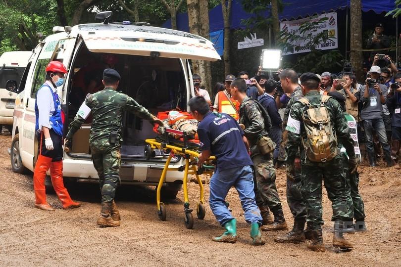 タイの洞窟に閉じこめられた少年らの捜索7日目 救出に備え訓練も