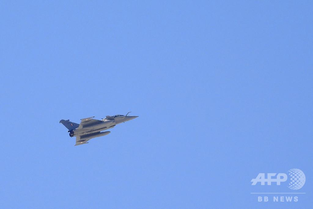 インド、中印係争地上空で戦闘機「ラファール」 飛行