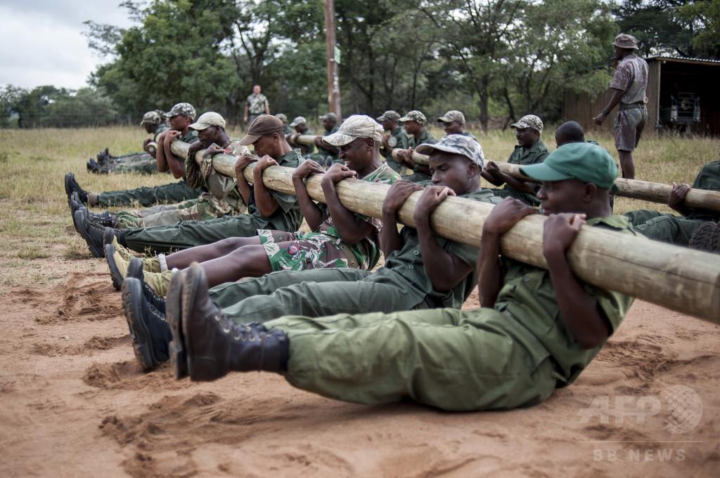 命を懸けてサイを守る、南アフリカのレンジャー訓練学校