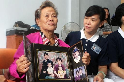 機内での「最悪の事態」恐れ憔悴する家族、不明マレーシア機