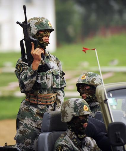 中国人民解放軍、外国メディアに基地内を公開