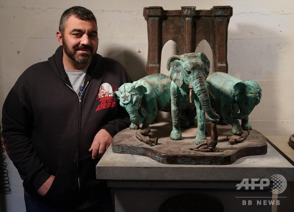 偽りの悲劇…冗談好きの彫刻家が次々と「追悼像」 米NY