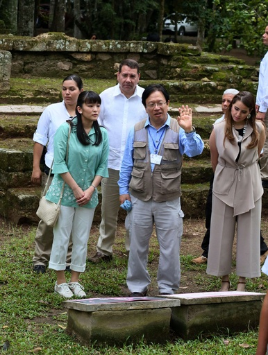 眞子さま、古代マヤ文明遺跡を視察 ホンジュラス