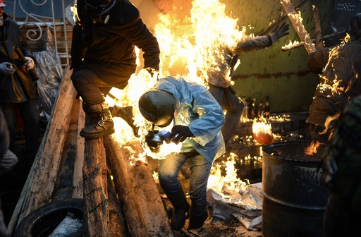 ウクライナ大統領、選挙前倒しを示唆 ポーランド外相らと会談