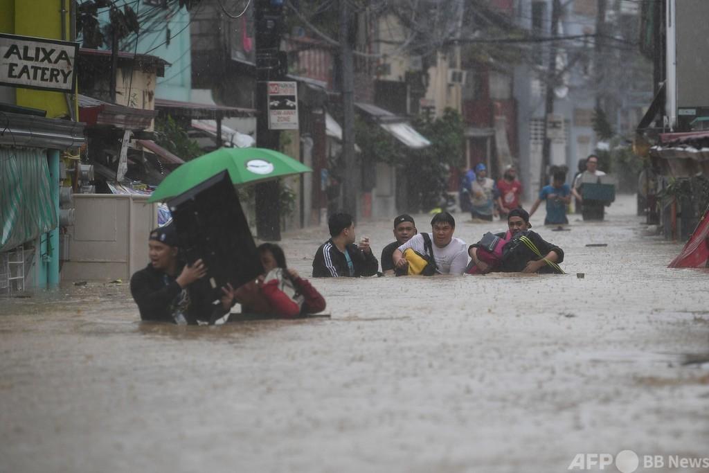台風22号がフィリピン直撃、首都マニラで大洪水