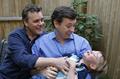 「代理母」で実子をもうける同性愛カップル、米で急増中