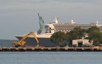 豪華客船クイーン・メリー2、米ニューヨークに到着
