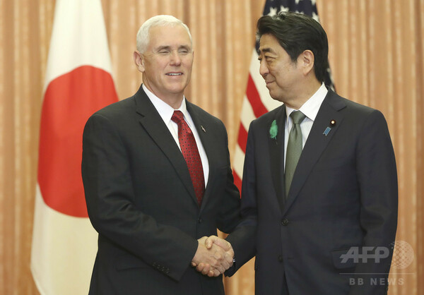 ペンス米副大統領が日本に到着 安倍首相と会談