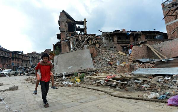 ネパール地震、支援物資不足で子ども300万人超に危機