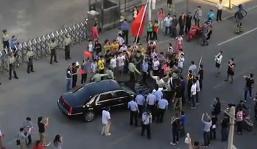 反日デモは「中国当局が仕組んだ」、美術家の艾氏発言