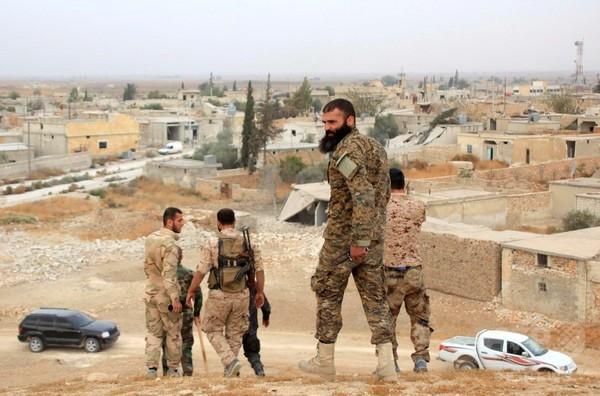 ロシア、シリアの反体制派に航空支援申し出