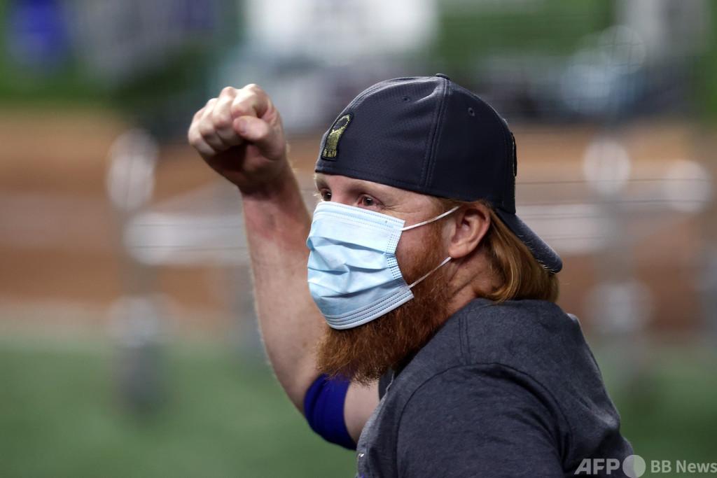 優勝セレモニーでコロナ規則違反のターナーは不問、MLB