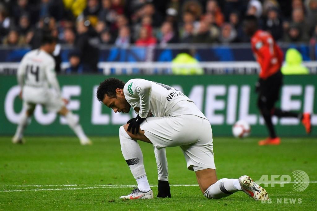 ネイマールが暴行認める「チームメート守った」、仏杯表彰式で観客殴打