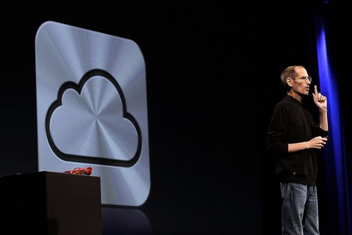 米アップル、iCloud発表 療養中のジョブズCEO登場
