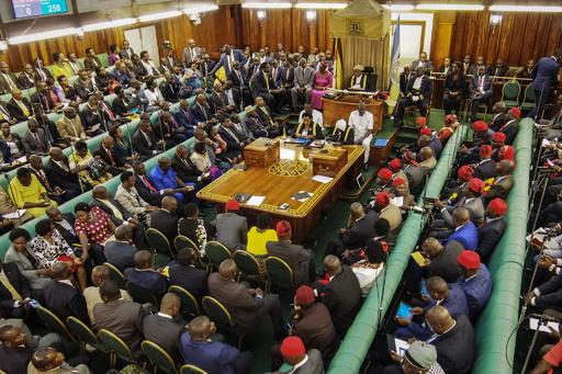 「妻は殴れ」発言のウガンダ議員、抗議殺到で謝罪