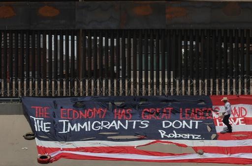 米メキシコ合意の不法移民対策、人身売買業者に恩恵か