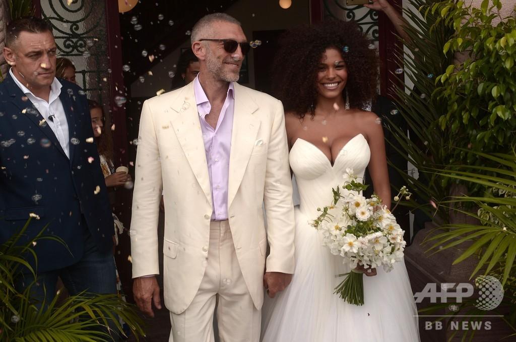 俳優ヴァンサン・カッセル、21歳モデルと結婚