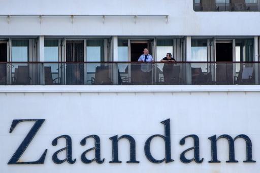 クルーズ船で4人死亡、138人にインフル様症状 入港拒否でパナマ沖に停泊