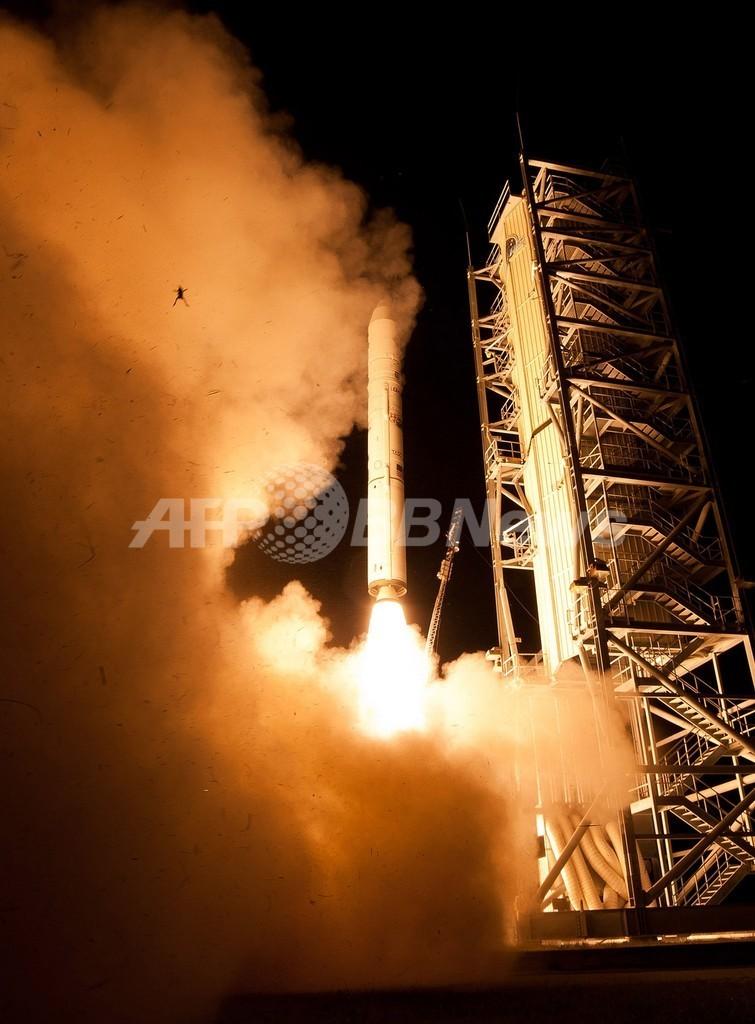 ロケットと共に打ち上がるカエル、NASAが偶然撮影