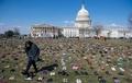 米議事堂前に靴7000足、銃関連事件で犠牲の子どもら追悼