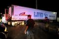 100体超の遺体積んだトレーラー、行く先々で悪臭に苦情 メキシコ
