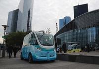 電動の自動運転シャトルバス、ビジネス街で試験運転開始 仏