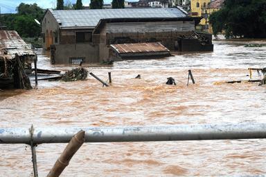 国際ニュース:AFPBB News豪雨でダム決壊、102人死亡 ナイジェリア