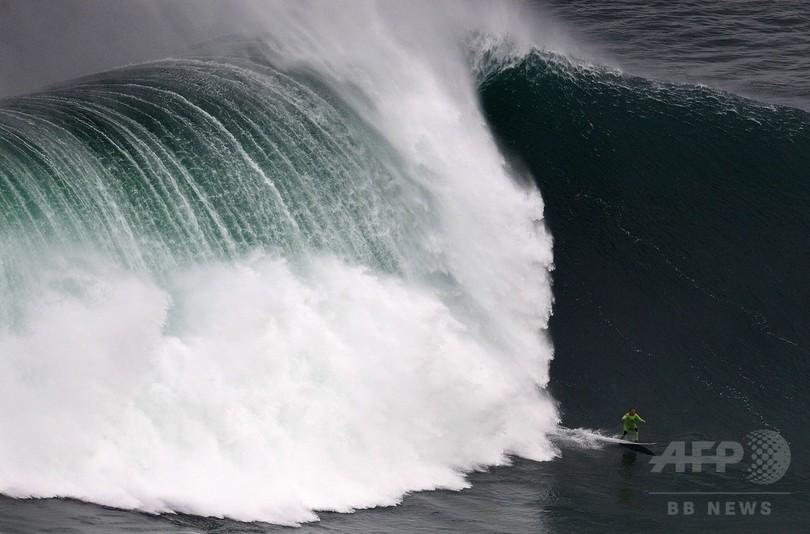 世界最大の波乗りサーファー、記録更新に挑戦 30m超えか
