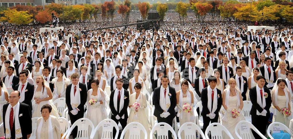 統一教会が合同結婚式、7500組参加 韓国