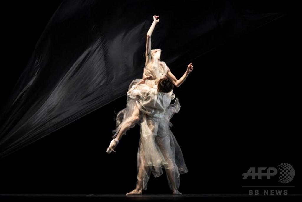イーキン・イン、バレエ「トリスタンとイゾルデ」の衣装を担当