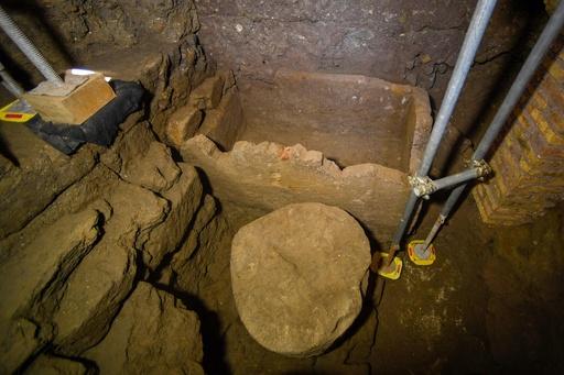ローマ建国神話の王ロムルスの石棺? 約100年前に発掘のひつぎ公開