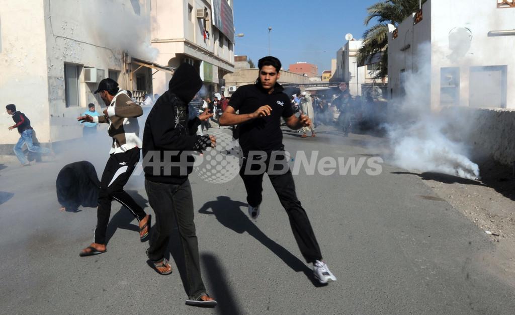 バーレーン各地でデモ、警察と衝突 死者2人に